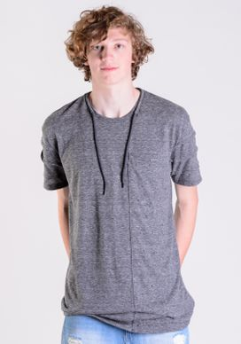 Camiseta-Alongada-Diferenciada-Cadarco-Na-Gola