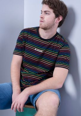 Camiseta-Manga-Curta-Preta-Fullprint-Listras-Arco-Iris