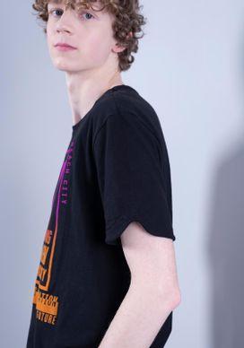 Camiseta-Estampada-Manga-Curta-Preta-Flocado
