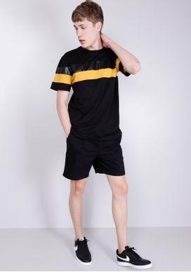 Camiseta-Estampada-Manga-Curta-Recorte-PU-Preto-PP