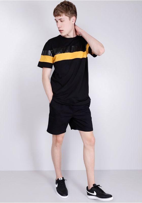 Camiseta-Estampada-Manga-Curta-Recorte-PU-Preto-P
