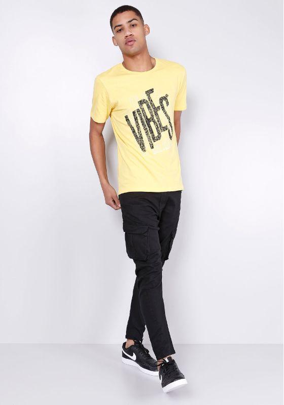 Camiseta-Estampada-Manga-Curta-Vibes-Amarelo-Gang-Masculina