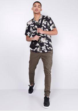 Camisa-Estampada-Manga-Curta-Flores-Preta-Gang-Masculina