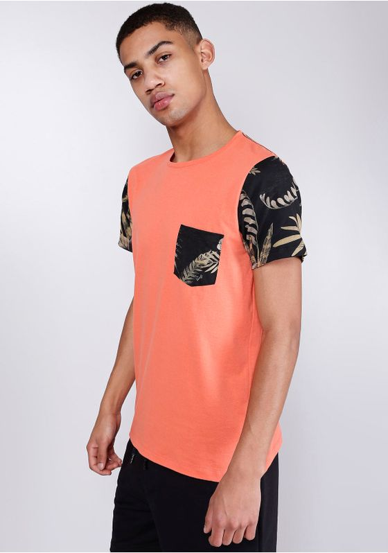Camiseta-Manga-Curta-e-Bolso-Estampado-Gang-Masculina
