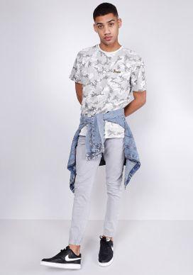 Camiseta-Estampada-Manga-Curta-Camuflada-Cinza-Gang-Masculino